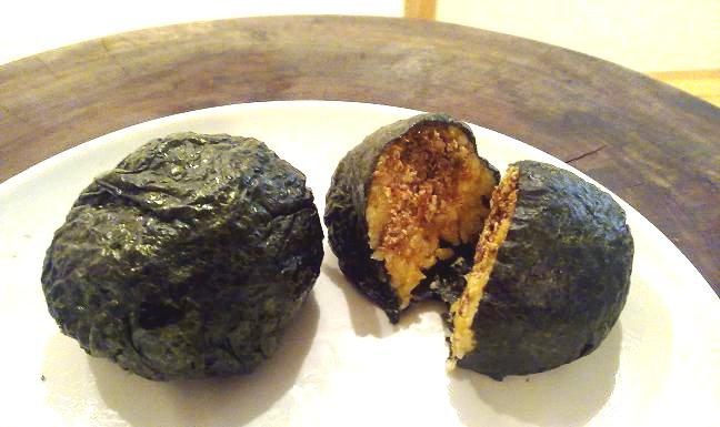 recettes v ganes onigiri boule de riz dans une feuille d 39 algue fourr au tofu et l gumes. Black Bedroom Furniture Sets. Home Design Ideas